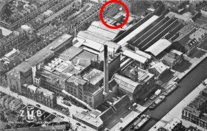 De ZHB-brouwerij in Den Haag. In de cirkel de limonadefabriek Trio. Het hele complex en de omliggende bebouwing zijn gesloopt.