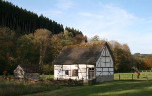 Een typische Waalse boerderij in het openluchtmuseum Fourneau Saint Michel.