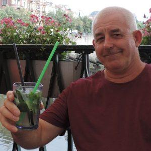 Jacques Trifin drinkt kennelijk ook wel eens wat anders dan bier.